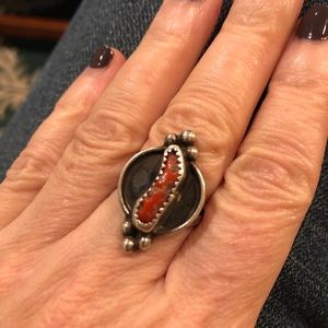 Vintage coral and sterling silver ring 7